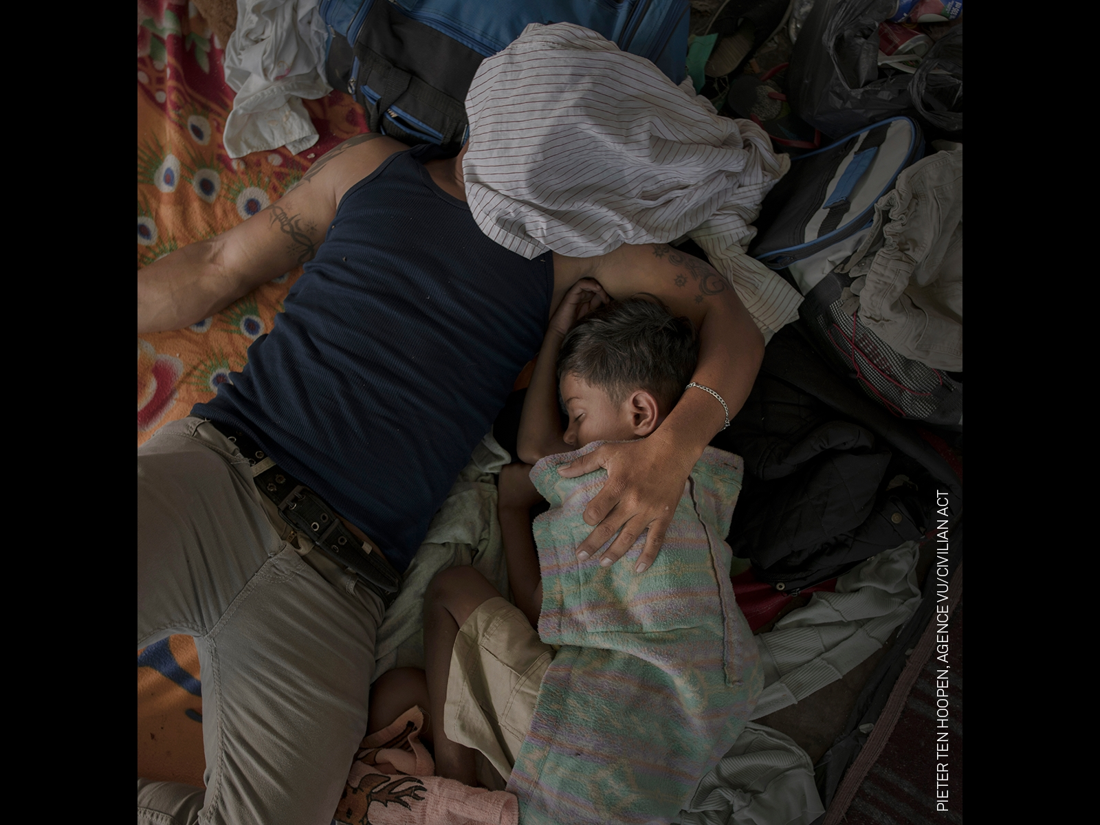 Agence Vu Civilian Act Online. World Press Photo Story of the Year and Spot News, Stories, 1st Prize